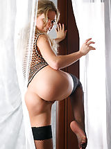 Naked Ass Girls, With shaved pussy exposed, this blonde amazes in raw solo posing session